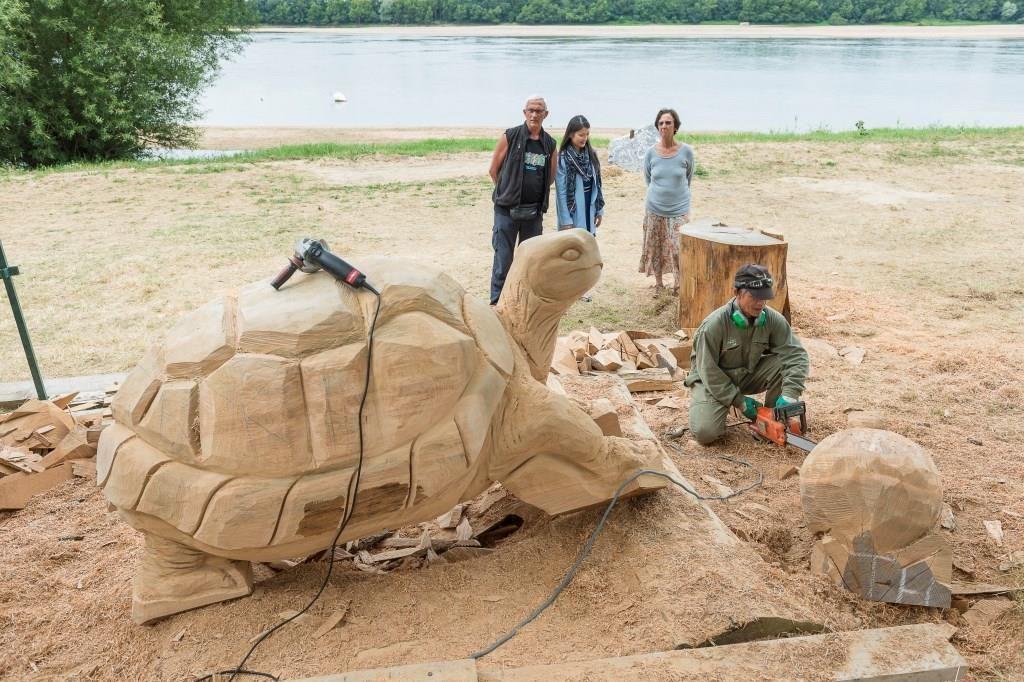 ©D.Drouet-Montjean-sur-Loire Symposium de sculptures monumentales