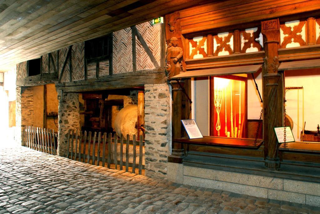 Rue Pavée du Musée des Métiers Saint-Laurent-de-la-Plaine