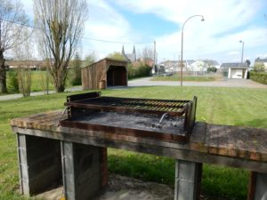 Terrain de rue avec barbecue Bourgneuf