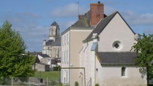 bibliothèque et église de Saint-Laurent-du-Mottay